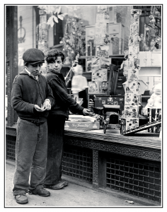boys-toy-store-window-depression-era-inkbluesky
