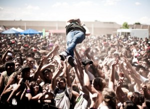concert-crowdsurfing-festival-fun-holiday-Favim.com-271210
